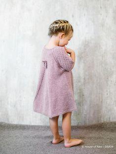 Magasin: Alpakka Kids - Køb billigt her Knitting For Kids, Baby Knitting, Crochet Baby, Knit Baby Dress, Baby Cardigan, Toddler Fashion, Kids Fashion, Baby Sweaters, Girl Outfits
