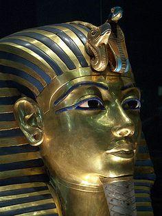 28 december 2012: Goud. Foto: Het massief gouden dodenmasker van de Egyptische god-koning Toetanchamon Thema Roem. Beroemde voorwerpen.