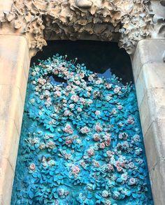 Beautiful bronze door at the Nativity facade of Sagrada Familia. #details
