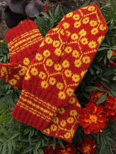 Finely Hand Knitted Estonian Mittens in Yellow by NordicMittens