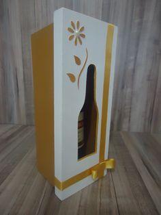 Porta vinho pequeno em MDF.
