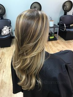 Balayage ombré highlights for light brown, brunettes and dirty blonde hair types. Types Of Brown Hair, Blonde Hair Types, Brown Hair Shades, Brown Blonde Hair, Brown Hair Colors, Light Chocolate Brown Hair, Light Brown Hair, Honey Chocolate, Golden Brown Hair