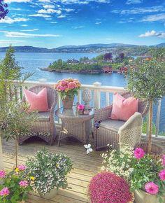 Artık anlatmak istemiyorum. Anlaşılmakta istemiyorum. Bir avlu istiyorum. Bir kıyı. Sessiz, sakin bir balkon.. Ve Huzur... Beaches, Outdoor Furniture Sets, Beautiful Drawings, Sands