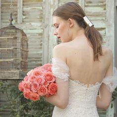 a06d93e9443ed 2018年12月までに挙式を迎える 花嫁様に新作を含めたドレスフェアを開催致します。 . 初めてご来店される花嫁様にも、  FioreBiancaはお式当日に お召しになる1着をご ...