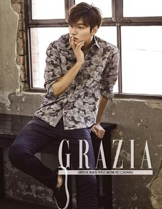 Grazia's latest April issue scored Lee Min Ho for its pages, with the actor modeling GUESS jeans. Park Shin Hye, New Actors, Actors & Actresses, Asian Actors, Korean Actors, Korean Dramas, Korean Celebrities, Celebs, Lee Min Ho Photos
