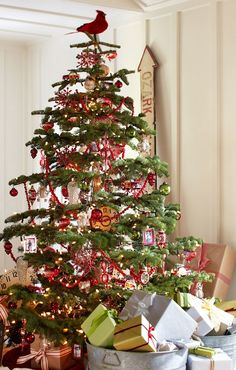 Love this festive tree.