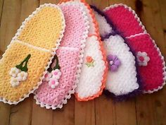 Crochet Baby Shoes, Knit Crochet, Rugs And Mats, Crochet Kitchen, Crochet For Kids, Crochet Flowers, Diy And Crafts, Crochet Patterns, Slippers