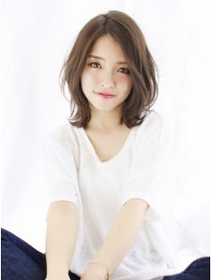 【THEATER阿部】ワンサイドハニーヘアな外ハネくびれミディ☆ Medium Hair Cuts, Short Hair Cuts, Medium Hair Styles, Japanese Haircut, Japanese Hairstyle, Shot Hair Styles, Hair Arrange, Undercut Hairstyles, Girl Short Hair