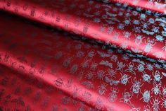 私は甲虫が好きです。いきなり出てくるとびっくりしますが、そっと近づいて観察していると美しい造形、色合いに惚れ惚れとします。 正絹西陣金襴で甲虫、羽虫の美しさを現しました。 I like beetles and insects. It's beautiful modeling, it is love and fascination with the color. I revealed the beauty of beetles and insects at the Nishijin Silk Kinran Fabric.  #insect #beetle #fabric #textiles #silk #SilkBrocade #design http://okamotoorimono.com/kinranproducts/insect/