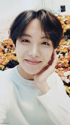 Jung Hoseok: born February of 1994 ♡ Namjoon, Taehyung, Seokjin, Jimin, Bts Bangtan Boy, Jungkook Hot, Jung Hoseok, Gwangju, Foto Bts