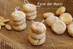 Fave dei morti o fave dolci alle mandorle ricetta facile. Si preparano per la festività di Ognissanti. L'usanza vuole che vengano offerti ai morti dai vivi.