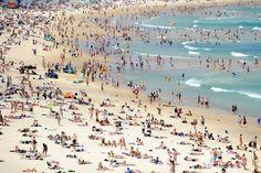 christmas in australia - Bondi Beach is full on Christmas Day