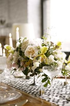 Love this table setting .. flowers by poppies and posies