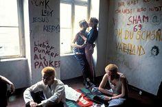 Não é possível referir este movimento artístico, que nasceu em Berlim, sem o enquadrar devidamente na derrotada Alemanha a sofrer o rescaldo da 2ª Guerra Mundial, cuja principal consequência foi a sua divisão pelas potências vencedoras. Tendo em conta a importância económica de Berlim, apesar da cidade se encontrar bem no interior do sector soviético, …