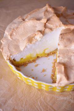 Tarta na herbatnikach z kremem cytrynowym i bezą rozpływa się w ustach. Aromatyczny cytrynowy krem, połączony z bezą smakuje wyśmienicie. Spróbujcie. Meringue Pavlova, Camembert Cheese, Ice Cream, Pie, Food, Cakes, Pies, No Churn Ice Cream, Torte