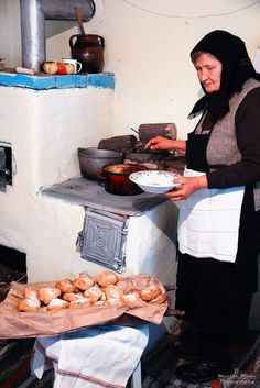 & Romanian old woman cooking Ro donuts Romania People, Romanian Girls, Transylvania Romania, Half The Sky, Missing Home, Bucharest Romania, Helmut Newton, People Of The World, World Cultures