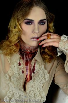 halloween make up / bleeding neck