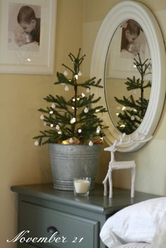 Beautiful winter vignette. Found from Jolie Gavin via Sarah http://cedartreefarmhouse.blogspot.com/ onto Holidays