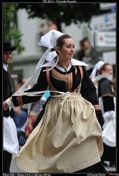 75. Cercle Ar Bleuniou. Kignez (La Forêt-Fouesnant)  Grande Parade  Festival Interceltique de Lorient - 41ème édition