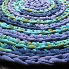 rag rug! Love the texture of this one