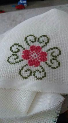 Easy Cross Stitch Patterns, Cross Stitch Borders, Cross Stitch Flowers, Cross Stitch Designs, Cross Stitching, Fall Cross Stitch, Simple Cross Stitch, Hand Embroidery Flowers, Embroidery Patterns Free