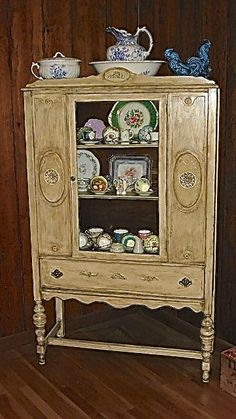 Antiqued hutch