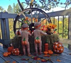 9 Undeniable Truths About Kid's 'Naked Time' - Message With A Bottle Halloween Baby Pictures, Babys 1st Halloween, First Halloween Costumes, Birthday Pictures, Fall Halloween, Newborn Halloween, Happy Halloween, Fall Baby Pictures, Holiday Pictures