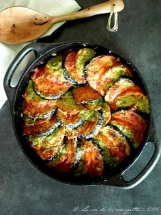 The Big Diabetes Lie Recipes-Diet - Gratin aubergine et tomate au pesto Plus - Doctors at the International Council for Truth in Medicine are revealing the truth about diabetes that has been suppressed for over 21 years. Veggie Recipes, Vegetarian Recipes, Dinner Recipes, Cooking Recipes, Healthy Recipes, Paleo Diet, Cooking Time, Love Food, Food Porn