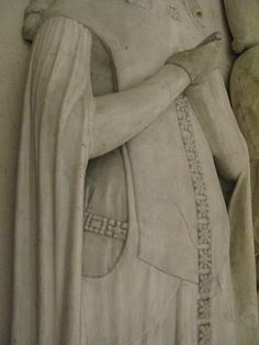 Effigies of Pierre d'Evreaux of Navarre, comte de Mortain (d. 1412) and his wife Catherine d'Alençon (d. 1462)  from the tomb of Pierre. Catherine survived her husband by 50 years, she is represented as a young woman in the style of 1412. Detail of Catherine's clothing. Louvre, Paris.