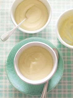 This recipe for easy vanilla pudding is creamy and delicious. Mousse Dessert, Filipino Desserts, Easy Desserts, Pudding Vanille, Vanilla Pudding Recipes, Cookie Recipes, Dessert Recipes, Ricardo Recipe, Tapioca Pudding
