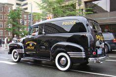 Washington, DC vintage police vehicle during a parade for National Police Week 2012 Police Car Models, Dc Police, Old Police Cars, Hot Rod Trucks, Old Trucks, Fire Trucks, Classic Trucks, Classic Cars, Radios