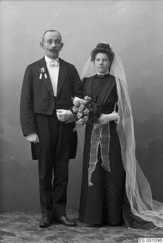 Vintage Wedding Photos, Vintage Weddings, Black Wedding Gowns, Black Bride, Wedding Bouquets, Wedding Ceremony, Couples, Victorian, Times