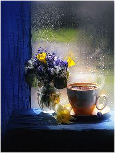 Coffee on a Rainy Day I Love Coffee, Coffee Break, Morning Coffee, Good Morning, Coffee Pics, Morning Rain, Wednesday Morning, Photo Hacks, Pause Café