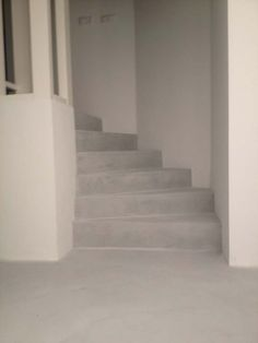 mus-in-site. Stairs And Doors, House Stairs, Windows And Doors, Minimalist Home Interior, Modern Minimalist, Beton Design, Tadelakt, Interior Stairs, Deco Table