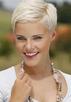 Latest Short Blonde requires your constant attention. If you are not currently in the color of hair, Latest Short Blonde, you can dye your hair every coupl Short Blonde Haircuts, Short Layered Haircuts, Layered Hairstyles, Choppy Haircuts, Short Cuts, Haircut Short, Grey Haircuts, Blonde Short Hair Pixie, 2018 Haircuts