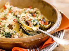 Pastaschelpen met spinazie, tomaat, mascarpone en amandelcrumble