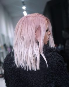 How to Dye Your Hair Pink and Stunning Pink Hair-Styles! Blond Rose, Pink Blonde Hair, Pastel Pink Hair, White Ombre Hair, Ombre Hair Color, Pink Hair Highlights, Pelo Multicolor, Light Pink Hair, Hair Dye Colors