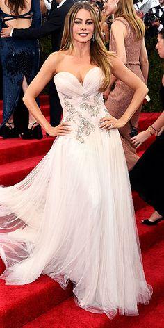 Sofia Vergara displays cleavage at the Met Gala in Marchesa gown , Oscar Dresses, Gala Dresses, Event Dresses, Wedding Dresses, Gala Gowns, Vestidos Marchesa, Marchesa Gowns, Celebrity Red Carpet, Celebrity Dresses