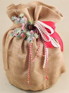 Idea shabby natalizia portapanettone. Clicca per scoprire come comporla