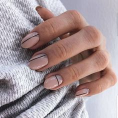 20 reasons for transparent and white nails (page How should we choose the nail polish? The brand and the choice of color nail polish completely change your appearance . Hair And Nails, My Nails, Nails Inc, Picasso Nails, Uñas Fashion, Lines On Nails, Nagellack Trends, Minimalist Nails, Chrome Nails