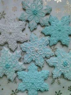 Snowflake Party, Snowflake Cookies, Xmas Cookies, Cute Cookies, Christmas Snowflakes, Cupcake Cookies, Royal Icing Cookies, Shortbread Cookies, Christmas Goodies