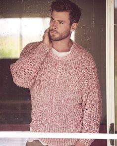 Il est si beau et pull j'aime 🌺 Hemsworth Brothers, Chris Hemsworth Thor, Australian Actors, Summer Outfits Men, Man Thing Marvel, Gq Magazine, Poses For Men, Marvel Actors, Celebs