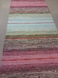 kiikkalainen matto - Google-haku Loom Weaving, Hand Weaving, Rag Rugs, Weaving Projects, Tear, Recycled Fabric, Woven Rug, Rug Runner, Rugs On Carpet