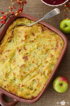 Cheesy Mashed Potato Gratin | Click for the recipe of this favorite Thanksgiving side dish!