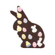 CIEMNY ZAJĄCZEK Z OZDOBAMI Gorzka tabliczka w kształcie zajączka wykonana została z przepysznej czekolady i przyozdobiona wielkanocnymi ozdobami w kształcie kurczaczków, pisanek i króliczków.