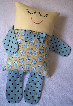 Trendy Baby Toys Handmade Projects Ideas The Effective Pictures We Offer You About Baby Toys bear A quality picture can tell you many things. You can find the most beautiful pictures that can be prese Doll Crafts, Baby Crafts, Sewing Crafts, Kids Pillows, Animal Pillows, Baby Sewing Projects, Sewing For Kids, Trendy Baby, Pillow Inspiration