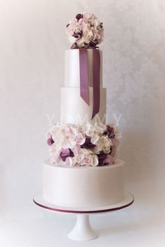 Featured Wedding Cake: Yummy Cupcakes and Cakes; Daily Wedding Cake Inspiration (NEW!). To see more: http://www.modwedding.com/2014/06/22/daily-wedding-cake-inspiration-2/ #wedding #weddings #wedding_cake Featured Wedding Cake: Yummy Cupcakes and Cakes