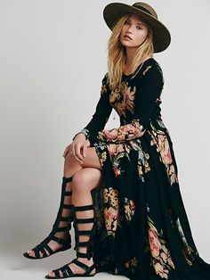 Boho Chic Black Floral Dress Free People First Kiss Dress at Free People Clothing Boutique love the dress not the shoes Hippie Style, Bohemian Style, Ethnic Style, Ropa Free People, Look Fashion, Fashion Beauty, Dress Fashion, Fashion Clothes, Boho Fashion Fall