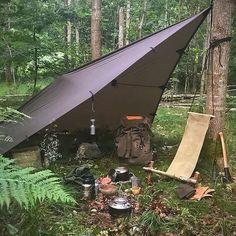 Bushcraft Camping, Camping Tarp, Camping Shelters, Bushcraft Gear, Camping Chairs, Camping And Hiking, Camping Survival, Camping Life, Outdoor Survival