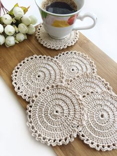 Crochet placemats, doilies and coasters by SweethomeByLulu Crochet Kitchen, Crochet Home, Crochet Gifts, Knit Crochet, Thread Crochet, Crochet Placemats, Crochet Doilies, Crochet Coaster Pattern, Doily Patterns